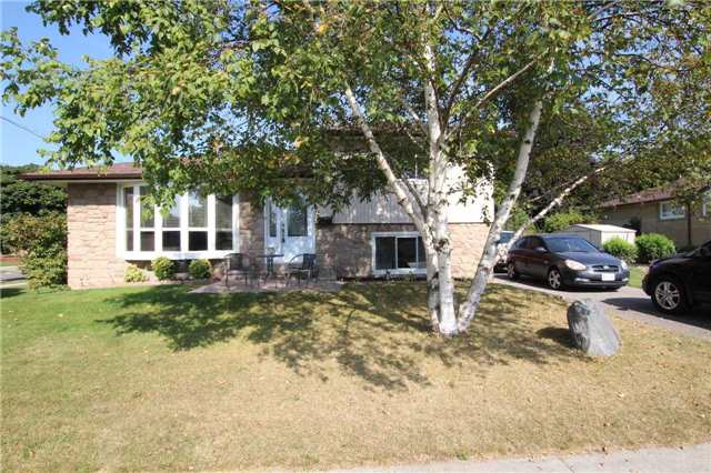 Detached at 900 Crocus Cres, Whitby, Ontario. Image 1