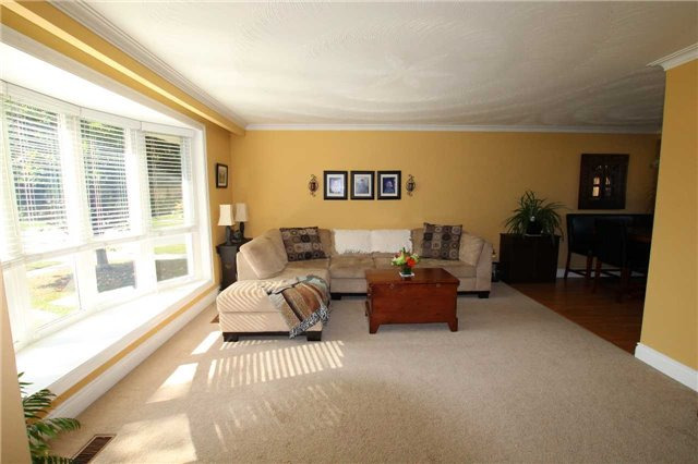 Detached at 900 Crocus Cres, Whitby, Ontario. Image 12