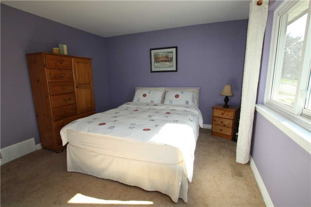 Detached at 900 Crocus Cres, Whitby, Ontario. Image 20