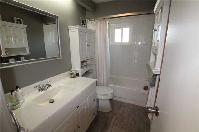 Detached at 900 Crocus Cres, Whitby, Ontario. Image 2