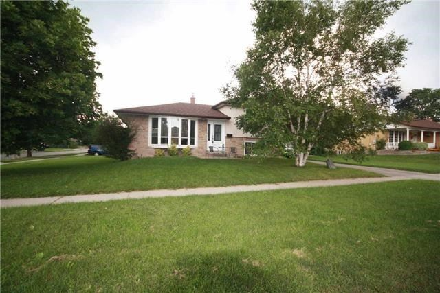 Detached at 900 Crocus Cres, Whitby, Ontario. Image 13