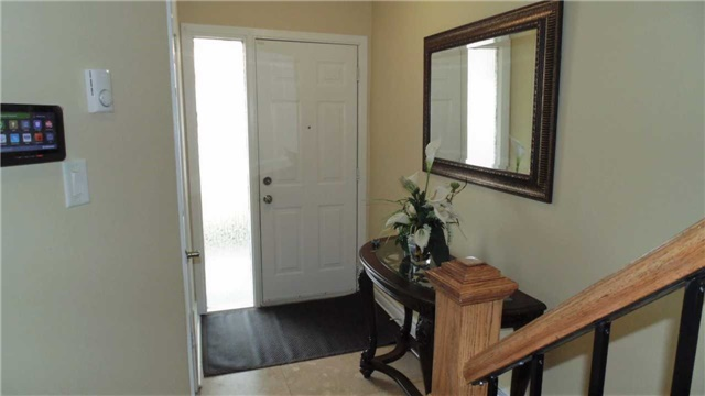 Condo Townhouse at 1958 Rosefield Rd, Unit 32, Pickering, Ontario. Image 10