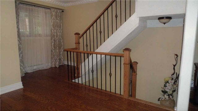 Condo Townhouse at 1958 Rosefield Rd, Unit 32, Pickering, Ontario. Image 11