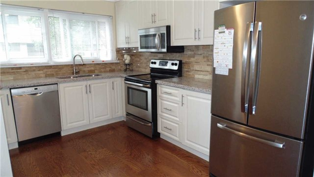 Condo Townhouse at 1958 Rosefield Rd, Unit 32, Pickering, Ontario. Image 12