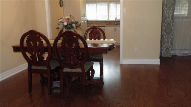 Condo Townhouse at 1958 Rosefield Rd, Unit 32, Pickering, Ontario. Image 13