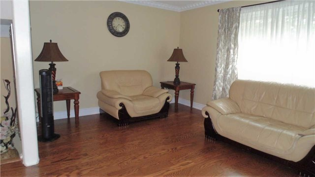 Condo Townhouse at 1958 Rosefield Rd, Unit 32, Pickering, Ontario. Image 14