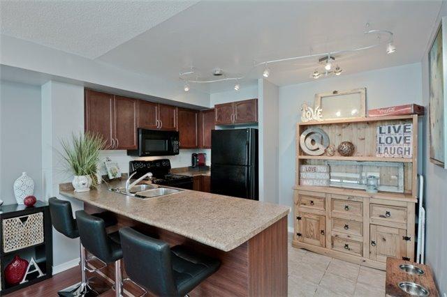 Condo Apartment at 340 Watson St, Unit 907, Whitby, Ontario. Image 15