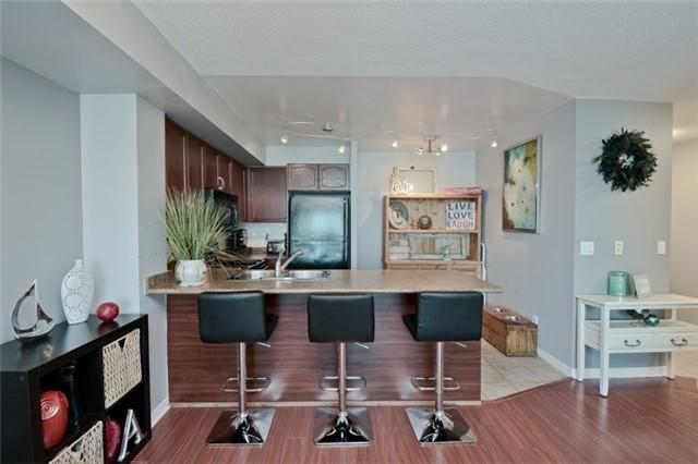 Condo Apartment at 340 Watson St, Unit 907, Whitby, Ontario. Image 16