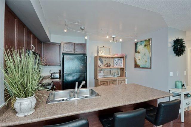 Condo Apartment at 340 Watson St, Unit 907, Whitby, Ontario. Image 17