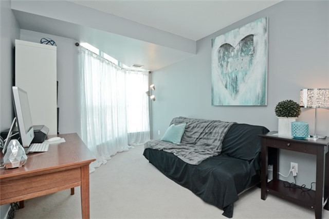 Condo Apartment at 340 Watson St, Unit 907, Whitby, Ontario. Image 4