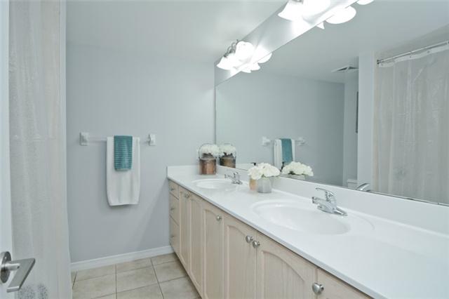 Condo Apartment at 340 Watson St, Unit 907, Whitby, Ontario. Image 5