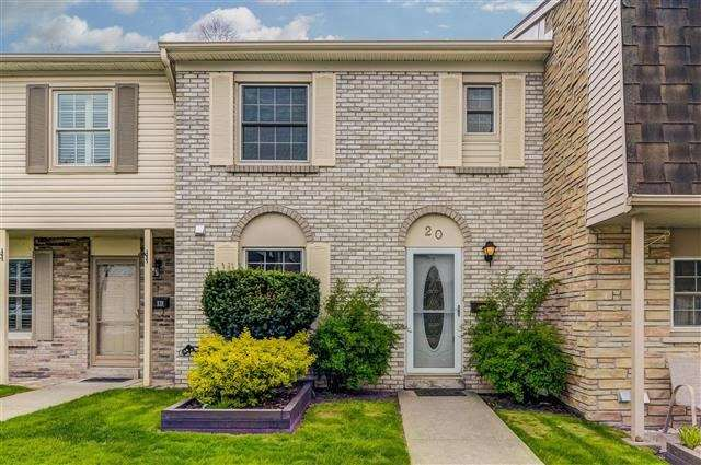 Condo Townhouse at 580 Eyer Dr, Unit 20, Pickering, Ontario. Image 1