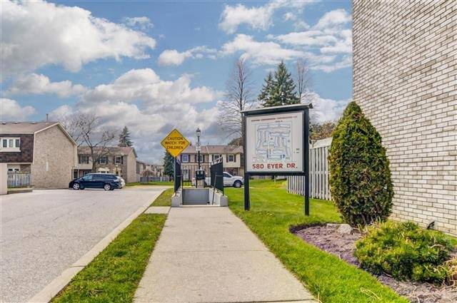 Condo Townhouse at 580 Eyer Dr, Unit 20, Pickering, Ontario. Image 12