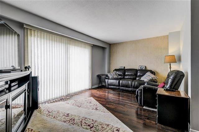 Condo Townhouse at 580 Eyer Dr, Unit 20, Pickering, Ontario. Image 14