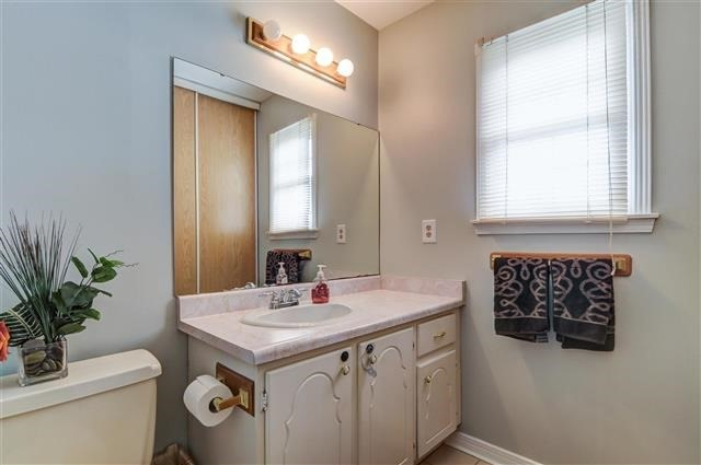Condo Townhouse at 580 Eyer Dr, Unit 20, Pickering, Ontario. Image 2