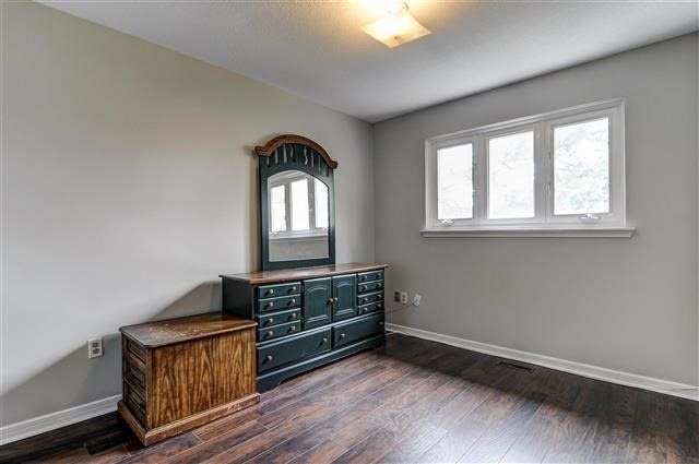 Condo Townhouse at 580 Eyer Dr, Unit 20, Pickering, Ontario. Image 4