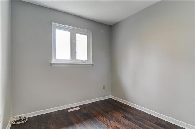 Condo Townhouse at 580 Eyer Dr, Unit 20, Pickering, Ontario. Image 5