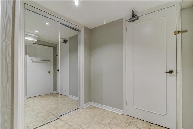 Condo Townhouse at 580 Eyer Dr, Unit 20, Pickering, Ontario. Image 6