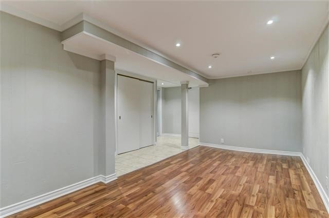 Condo Townhouse at 580 Eyer Dr, Unit 20, Pickering, Ontario. Image 7