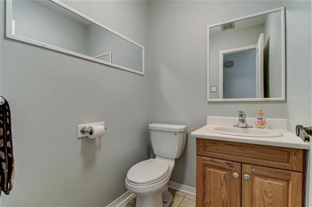 Condo Townhouse at 580 Eyer Dr, Unit 20, Pickering, Ontario. Image 9