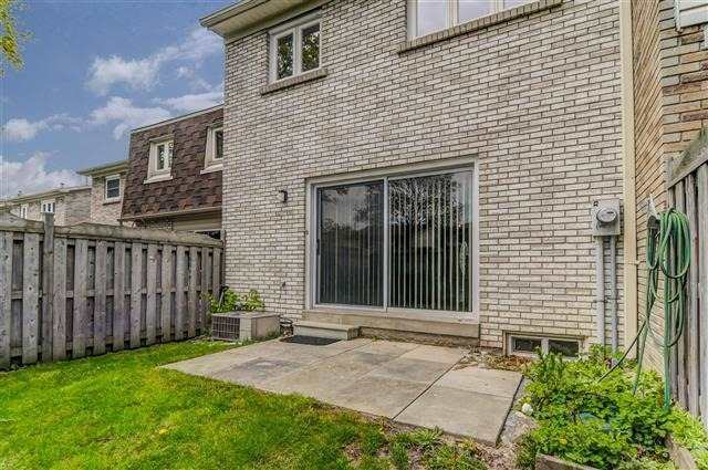 Condo Townhouse at 580 Eyer Dr, Unit 20, Pickering, Ontario. Image 10