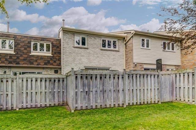 Condo Townhouse at 580 Eyer Dr, Unit 20, Pickering, Ontario. Image 13