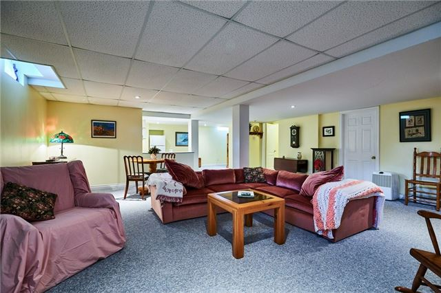 Detached at 31 Holsted Rd, Whitby, Ontario. Image 5