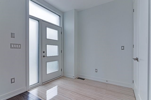 Detached at 330 Cedarvale Ave, Toronto, Ontario. Image 3