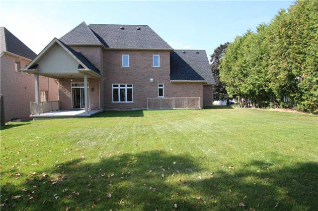 Detached at 97 Queen St, Whitby, Ontario. Image 13