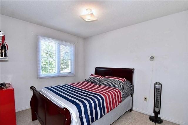 Condo Townhouse at 10 Bassett Blvd, Unit 92, Whitby, Ontario. Image 5