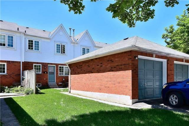 Condo Townhouse at 10 Bassett Blvd, Unit 92, Whitby, Ontario. Image 9