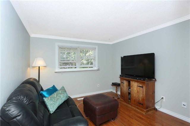 Semi-detached at 822 Monaghan Ave, Oshawa, Ontario. Image 4