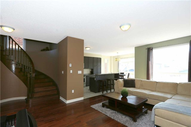 Link at 19 Chiswick Ave, Whitby, Ontario. Image 13