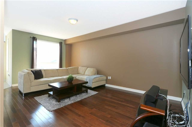 Link at 19 Chiswick Ave, Whitby, Ontario. Image 14