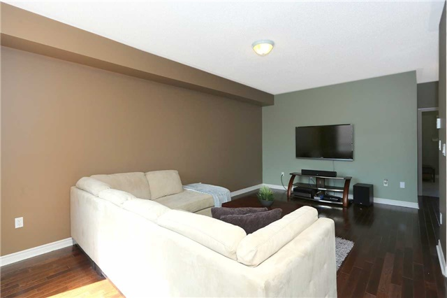 Link at 19 Chiswick Ave, Whitby, Ontario. Image 15