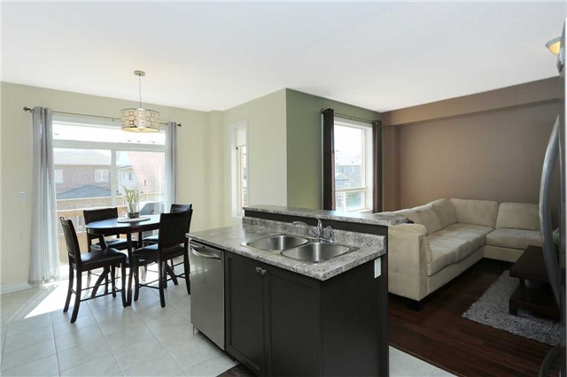 Link at 19 Chiswick Ave, Whitby, Ontario. Image 17