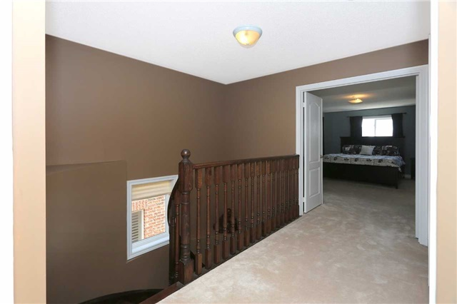 Link at 19 Chiswick Ave, Whitby, Ontario. Image 2