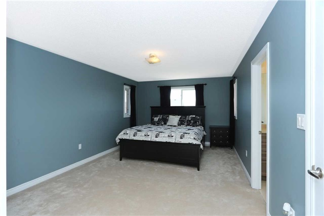 Link at 19 Chiswick Ave, Whitby, Ontario. Image 3