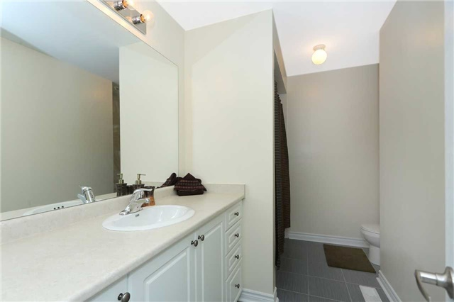 Link at 19 Chiswick Ave, Whitby, Ontario. Image 6