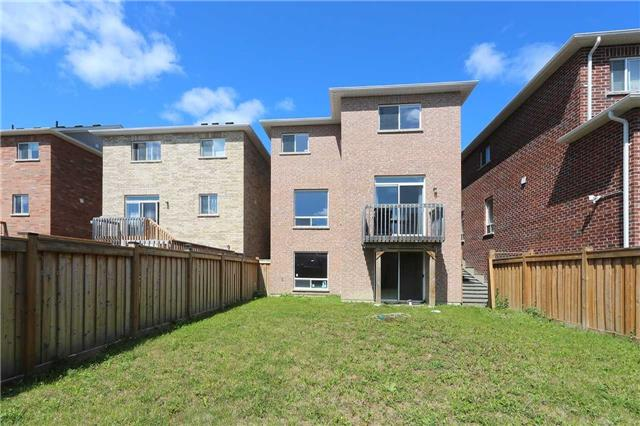 Link at 19 Chiswick Ave, Whitby, Ontario. Image 9