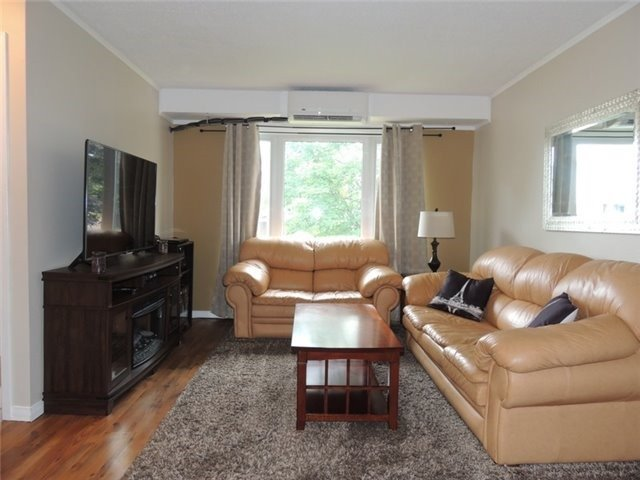 Semi-detached at 1288 Sunningdale Ave, Oshawa, Ontario. Image 12