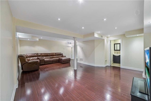 Detached at 32 Canoe Cres, Toronto, Ontario. Image 5