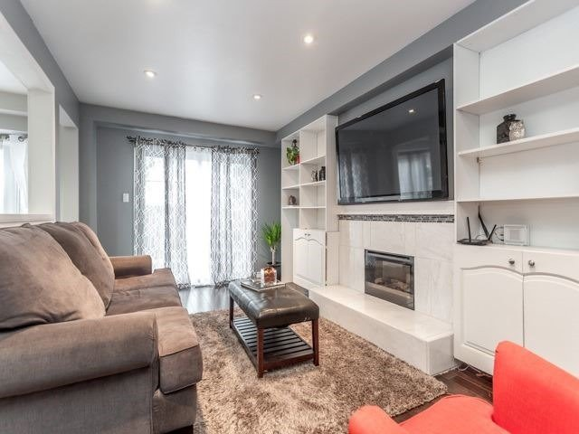 Detached at 856 Lavis Crt, Oshawa, Ontario. Image 2