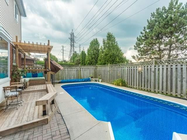 Detached at 856 Lavis Crt, Oshawa, Ontario. Image 13
