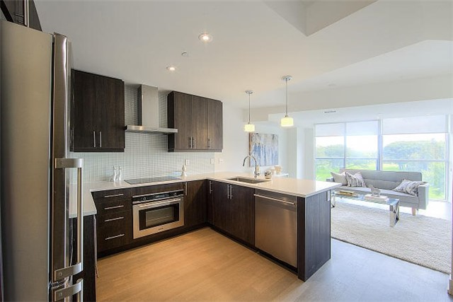 Condo Apartment at 2 Queensbury Ave, Unit 401, Toronto, Ontario. Image 14