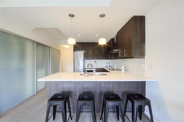 Condo Apartment at 2 Queensbury Ave, Unit 401, Toronto, Ontario. Image 17