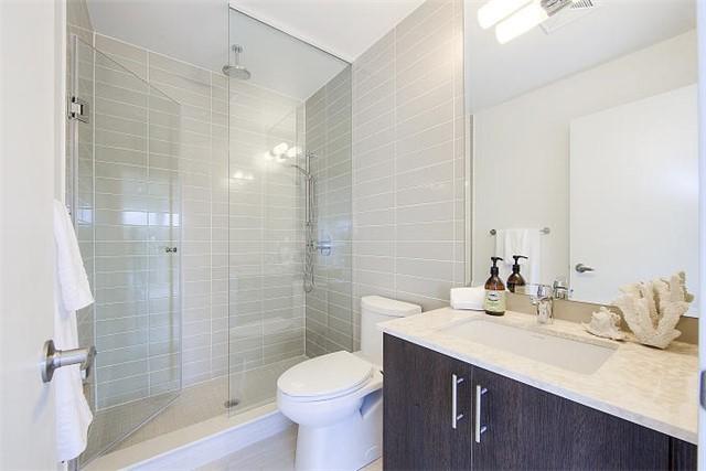 Condo Apartment at 2 Queensbury Ave, Unit 401, Toronto, Ontario. Image 7