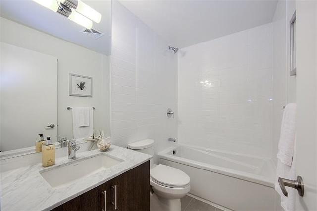 Condo Apartment at 2 Queensbury Ave, Unit 401, Toronto, Ontario. Image 9