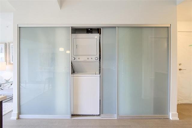 Condo Apartment at 2 Queensbury Ave, Unit 401, Toronto, Ontario. Image 10