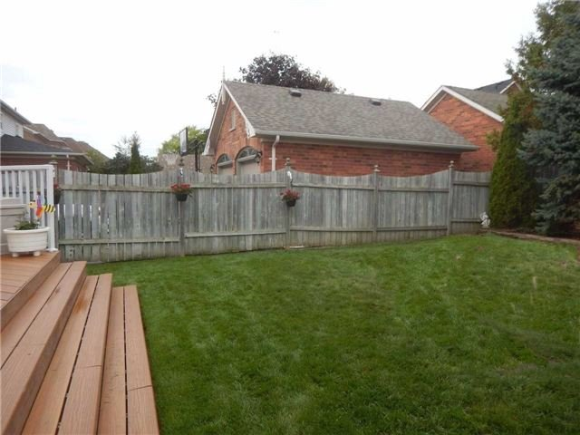 Detached at 24 Sawyer Ave, Whitby, Ontario. Image 11